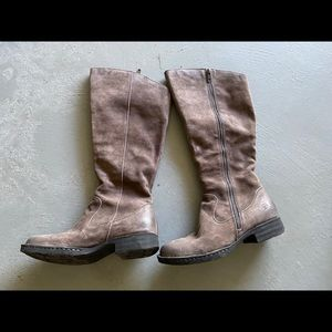 Born boots Sz 7 in distressed brown suede